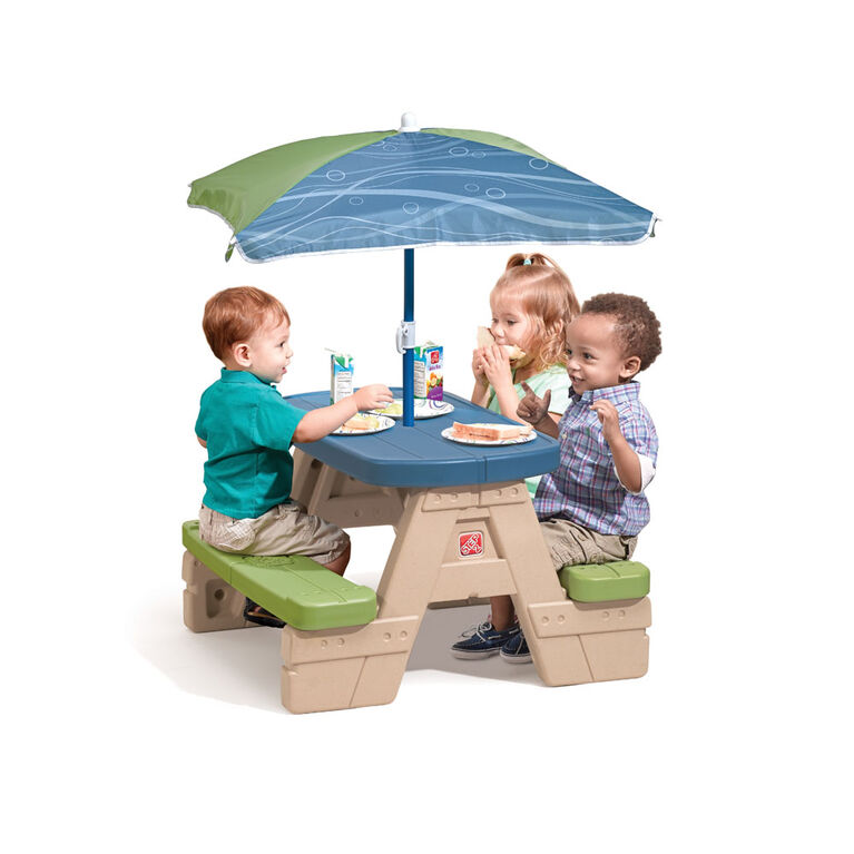 Step2 - Table de pique-nique Sit & Play avec parasol
