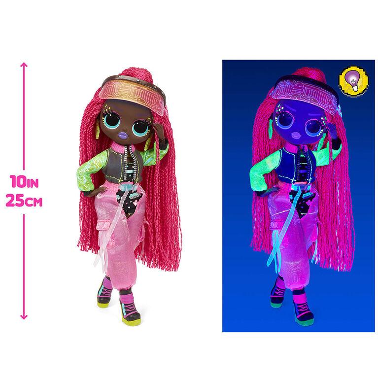 Poupée-mannequin Virtuelle LOL Surprise OMG Dance Dance Dance avec 15 surprises incluant une lampe à lumière noire magique, des chaussures, une brosse à cheveux, un socle de poupée et un emballage télé – pour les filles de 4 ans et +