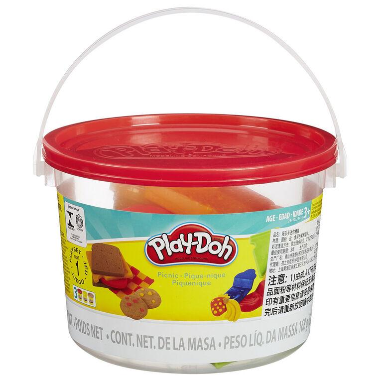 Play-Doh Picnic-Themed Bucket