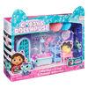 DreamWorks, Gabby's Dollhouse, Primp and Pamper Bathroom avec figurine MerCat, 3 accessoires, 3 meubles et 2 boîtes surprises