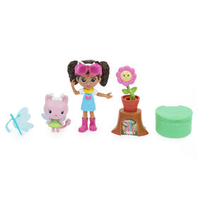 DreamWorks Gabby's Dollhouse, Flower-rific Garden Set with 2 Toy Figures, 2 Accessories, Delivery and Furniture Piece