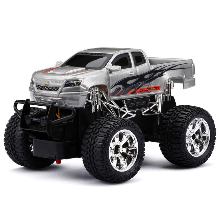New Bright - 1:24 RC Off Road - Chevy Silverodo - gris.