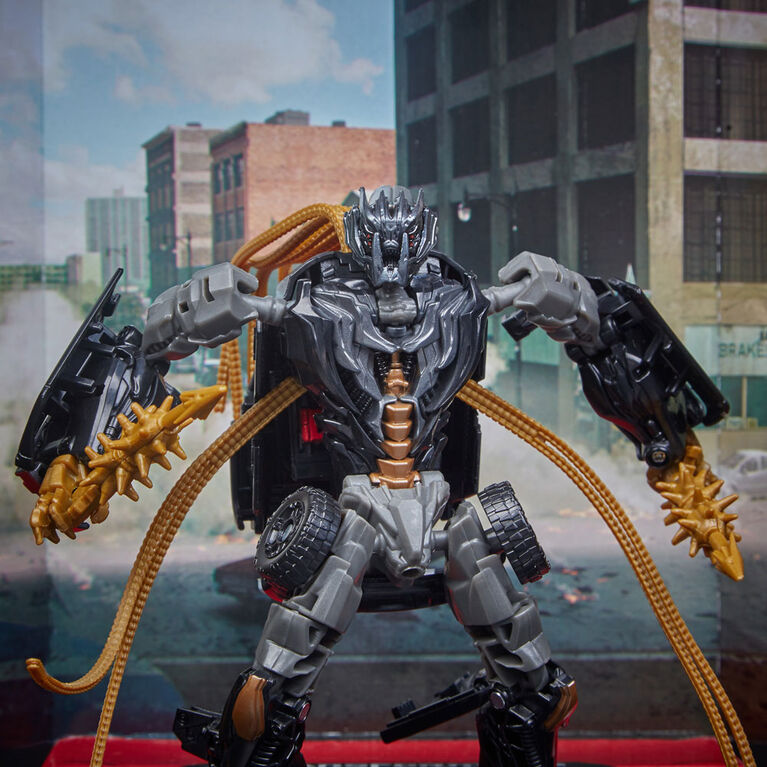 Transformers Studio Series 30 Deluxe Class Transformers: Dark of the Moon Crankcase Action Figure