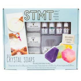 Savons avec des cristaux Mélange et Moule de STMT.