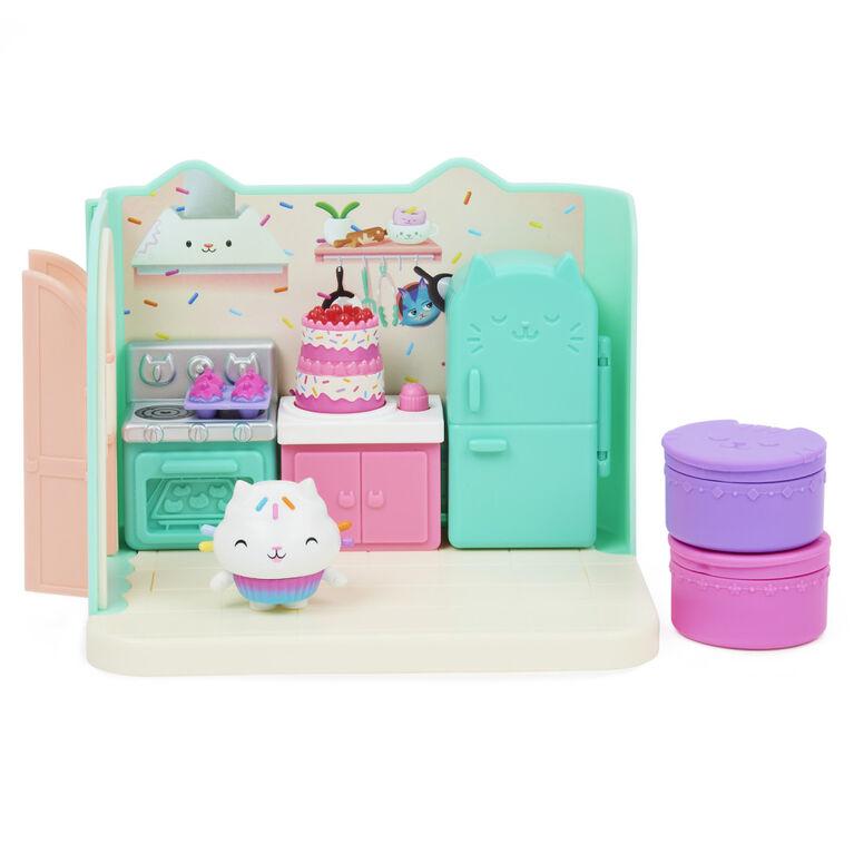 DreamWorks, Gabby's Dollhouse, Bakey with Cakey Kitchen avec figurine et 3 accessoires, 3 meubles et 2 boîtes surprises