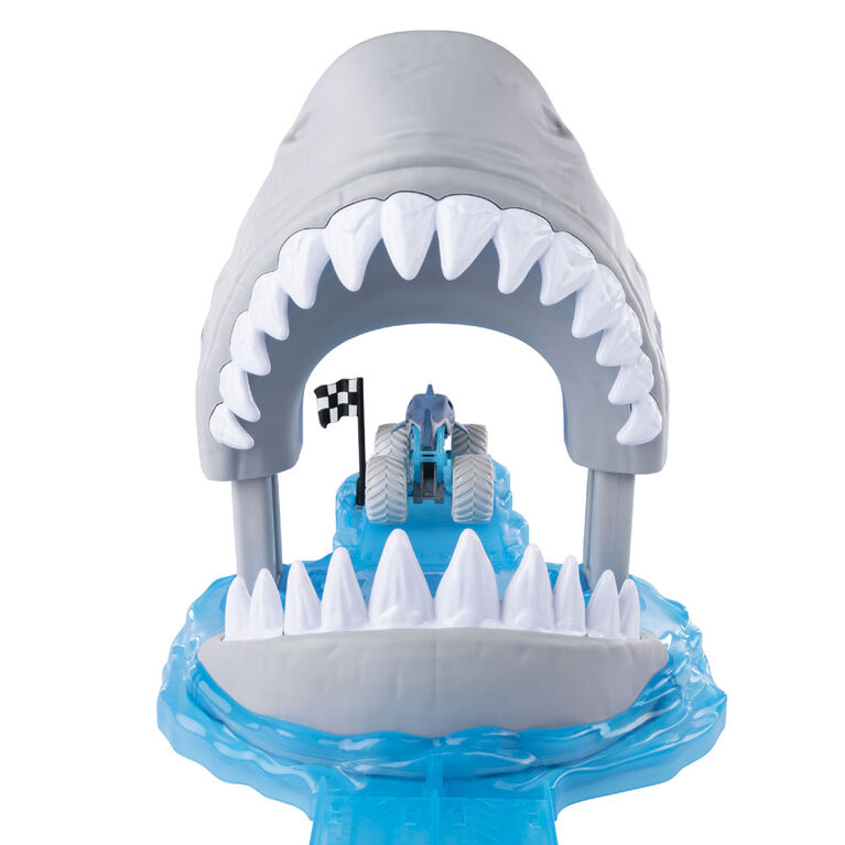 Monster Jam, Official Megalodon Mayhem Playset with Exclusive 1:64 Scale Megalodon Die-Cast Monster Truck