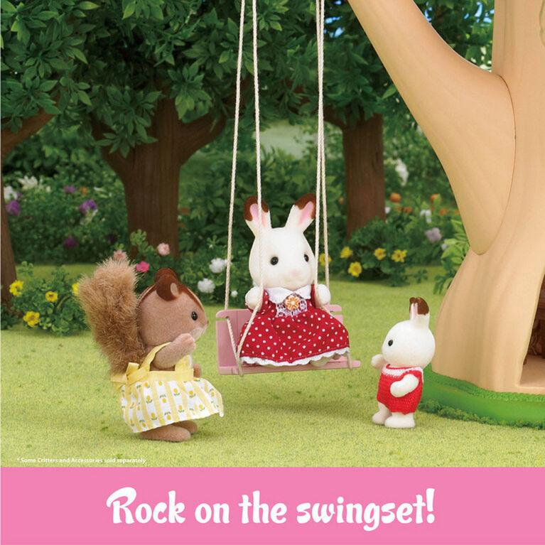 Calico Critters - Ensemble cadeau maisonnette d'aventure montée dans un arbre