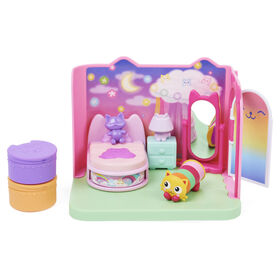 DreamWorks Gabby's Dollhouse, Sweet Dreams Bedroom with Pillow Cat Figure and 3 Accessories, 3 Furniture and 2 Deliveries
