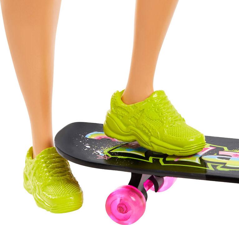 Barbie - Poupée Extra avec planche à roulettes et 2 chatons