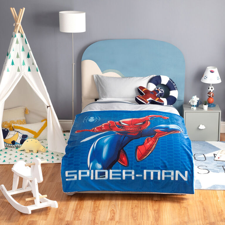 Marvel Spiderman Sherpa Throw Blanket, 60 x 80 inches