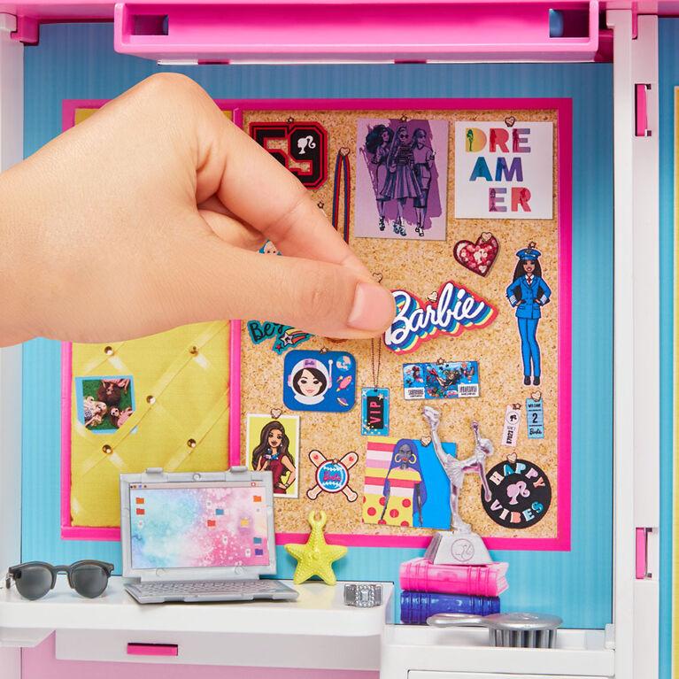 Barbie Dream Closet with Blonde Barbie Doll & 25+ Pieces