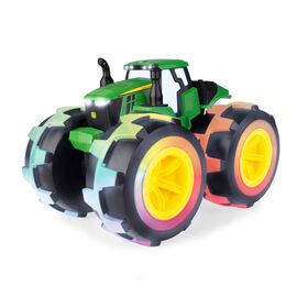 Tracteur Monster Treads Deluxe Lightning Wheels de John Deere.