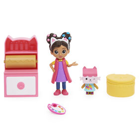 DreamWorks Gabby's Dollhouse, Art Studio Set with 2 Toy Figures, 2 Accessories, Delivery and Furniture Piece