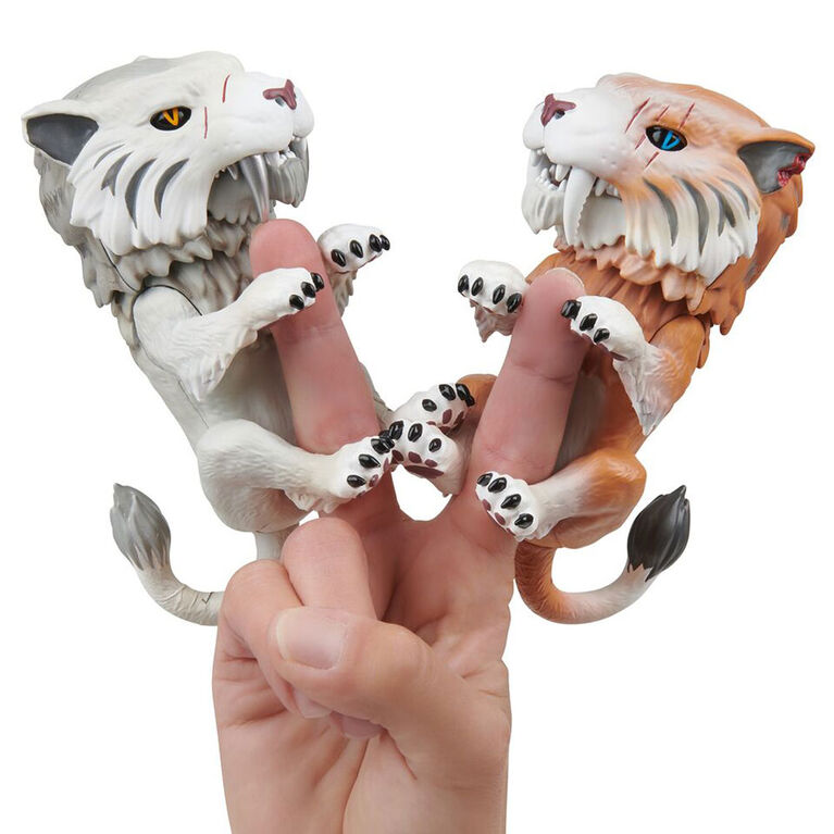 Fingerlings Untamed - Sabre Tooth Tiger - Silvertooth (Silver)