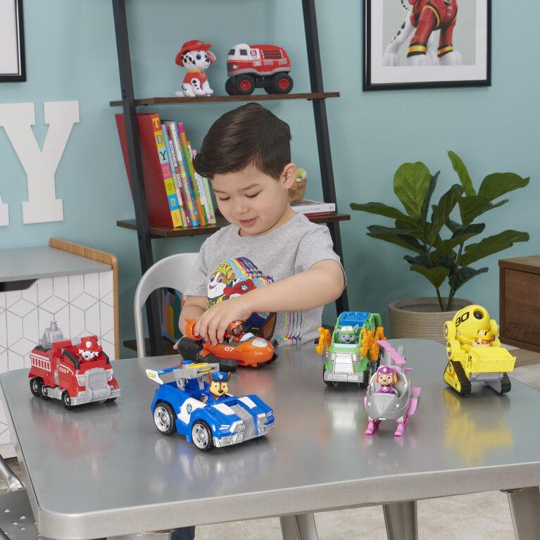 PAW Patrol, Camion de pompier transformable de luxe du film avec figurine Marcus articulée à collectionner