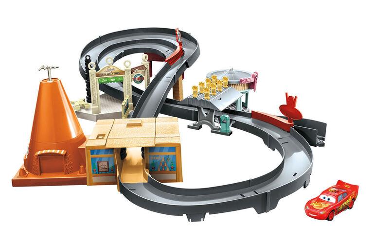 Disney/Pixar Cars Race Around Radiator Springs Playset