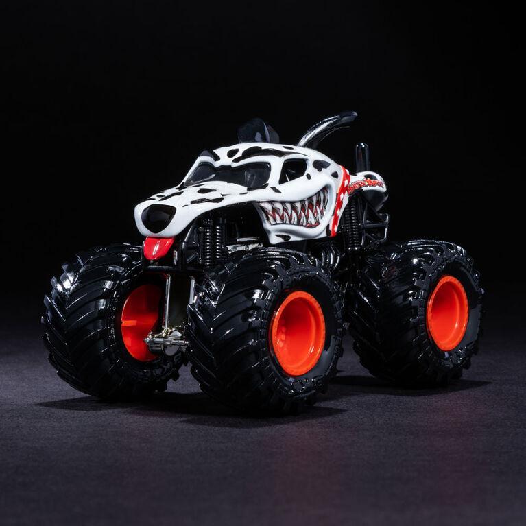 Monster Jam, Official Monster Mutt Dalmatian Monster Truck, Ruff Crowd Series, 1:64 Scale