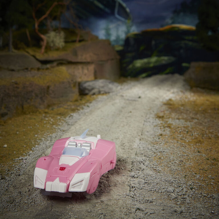 Transformers Toys Generations War for Cybertron: Earthrise Deluxe WFC-E17 Arcee Action Figure