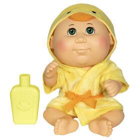 Poupée Bout d'chou- poupée Bain moussant de 22,8 cm - Bébé caucasienne à robe de chambre en canard