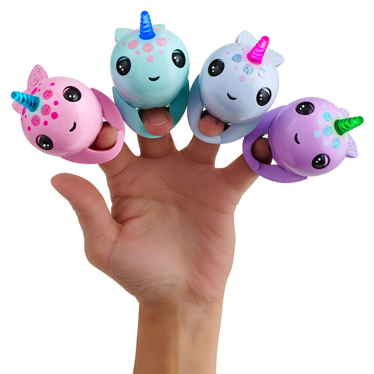 Narval illuminé de Fingerlings - Nelly (violet) - Jouet intéractif amical WowWee.