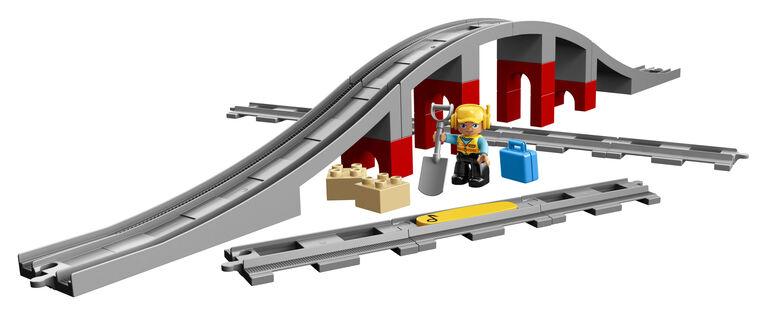 LEGO DUPLO Town Les rails et le pont du train 10872