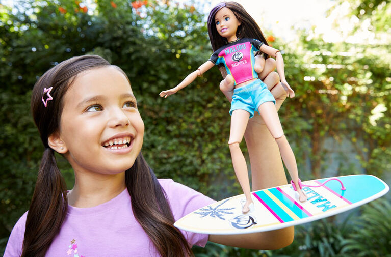 Barbie Dreamhouse Adventures Skipper Surf Doll