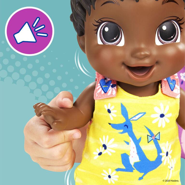 Baby Alive, poupée Bébé sautille, tenue kangourou, sautille et rit, boit et fait pipi, + de 25 effets sonores