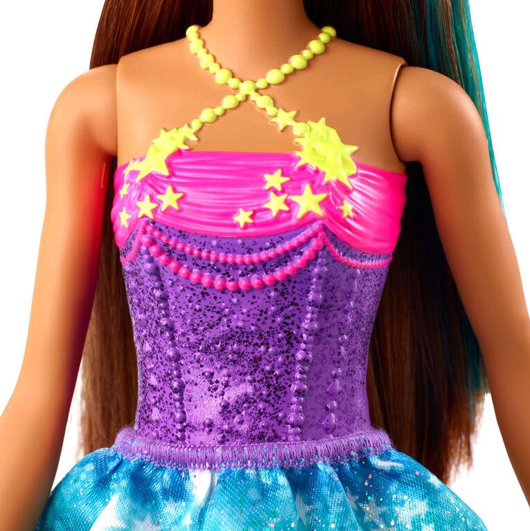Poupée Barbie Princesse Barbie Dreamtopia, 31 cm (12 po), Brunette Avec Mèche Bleue
