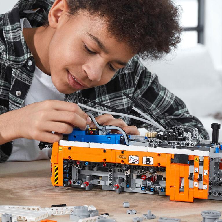 LEGO Technic Heavy-duty Tow Truck 42128