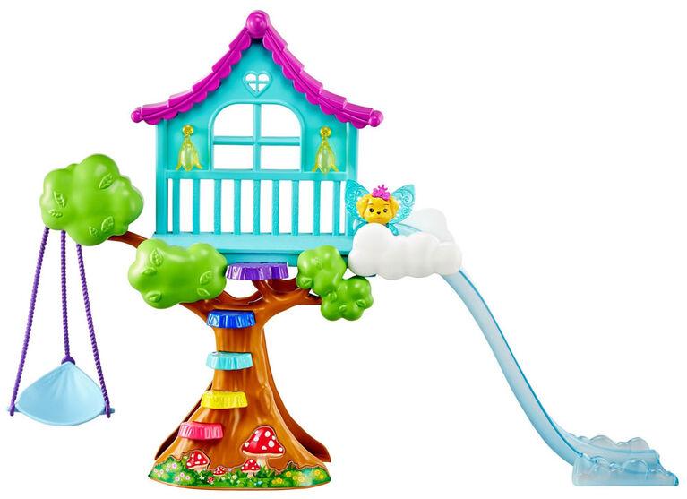 Coffret Chelsea Dreamtopia avec Poupée Fée, Cabane dans l'Arbre Enchantée, Bascule, Balançoire, Toboggan, Animal et Accessoires