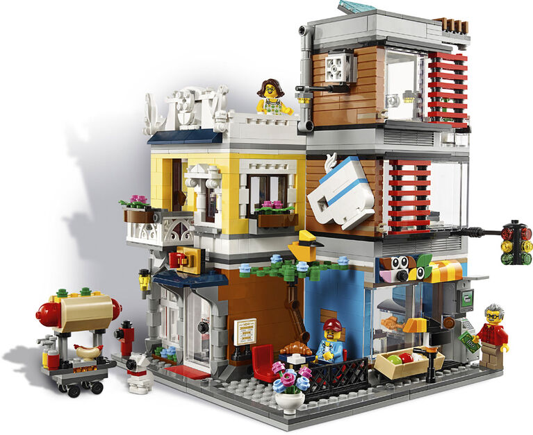 LEGO Creator Townhouse Pet Shop & Café 31097