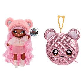 Poupée-mannequin Na Na Na Surprise 2 en 1 et sac à main métallique de la série Glam - Cali Grizzly, poupée aux cheveux roses avec un sac à main ourson rose