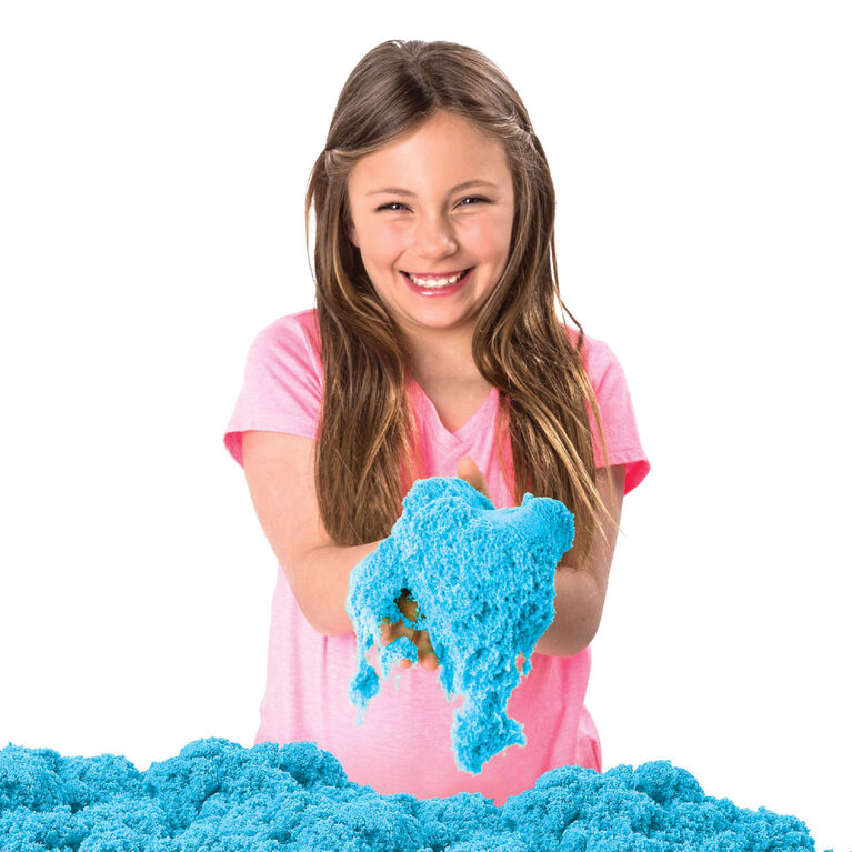 Kinetic Sand, Sandbox Playset with 1lb of Blue Kinetic Sand and 3 Molds