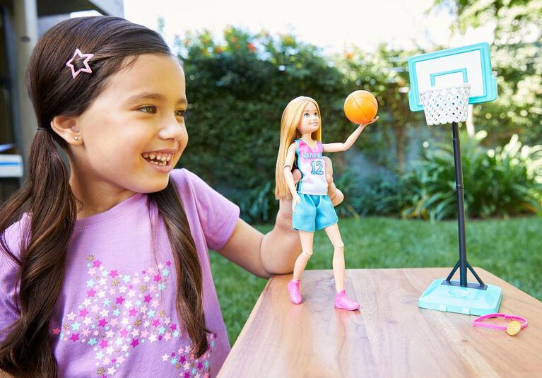Poupée Stacie Joueuse de basketball Barbie Dreamhouse Adventures, en tenue de basketball