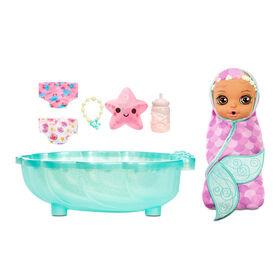 Sirène surprise BABY born Surprise - Poupée avec serviette violette et 20+ surprises