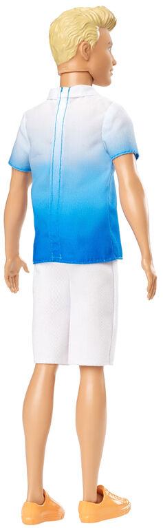 Poupée Ken Fashionistas 129 vêtue d'un polo ombré bleu