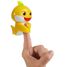 WowWee Pinkfong Baby Shark Fingerlings - Baby Shark - Pre-school Interactive Toy  080408