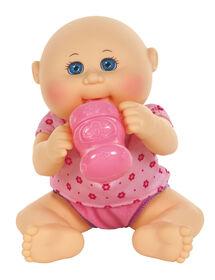 Poupée Bout d'chou- poupée Nouveau-né boit et mouille de 27,9 cm, à fleurs roses