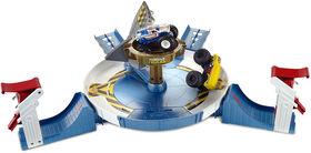 Hot Wheels Monster Trucks Mecha Shark Face-off Playset - English Edition
