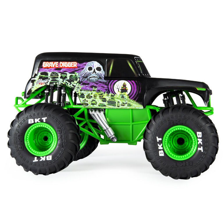 Monster Jam, Official Grave Digger Remote Control Truck  1:15 Scale, 2.4GHz