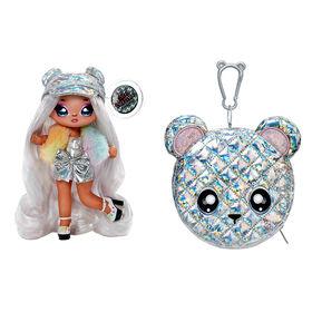 Poupée-mannequin Na Na Na Surprise 2 en 1 et sac à main métallique de la série Glam - Ari Prism, poupée portant une robe argentée prismatique et un chapeau avec sac à main ourson