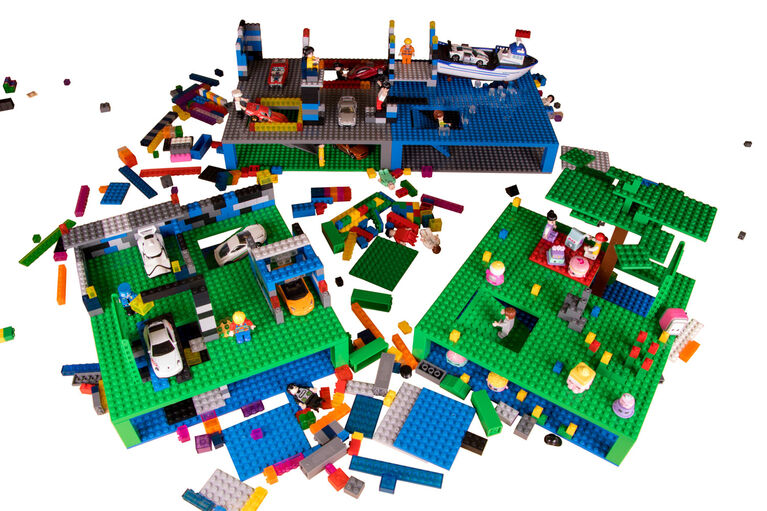 """Strictly Briks - Trap and Gap Brik Tower - 10"""" x 10"""" - 32 x 32 pegs - 4 Baseplates - 15 Stackers - Blue, Gray, Green"""