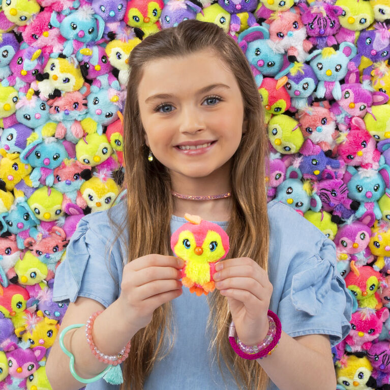 Hatchimals Hatchtopia Life, 2-inch tall Plush Hatchimals with Interactive Game (Styles May Vary).