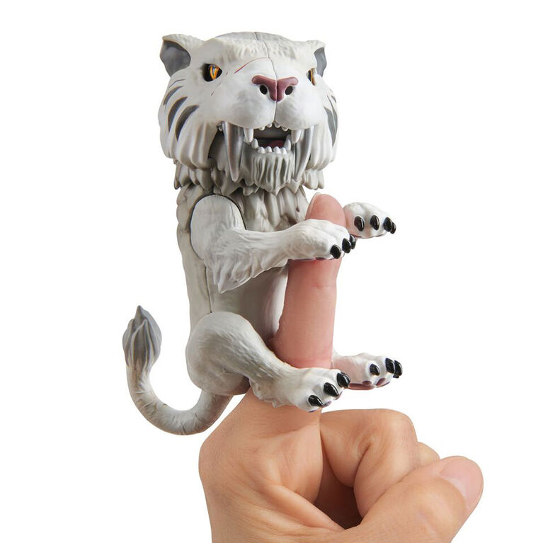 Untamed Fingerlings - Tigre à dents de sabre - Slivertooth (Argent).