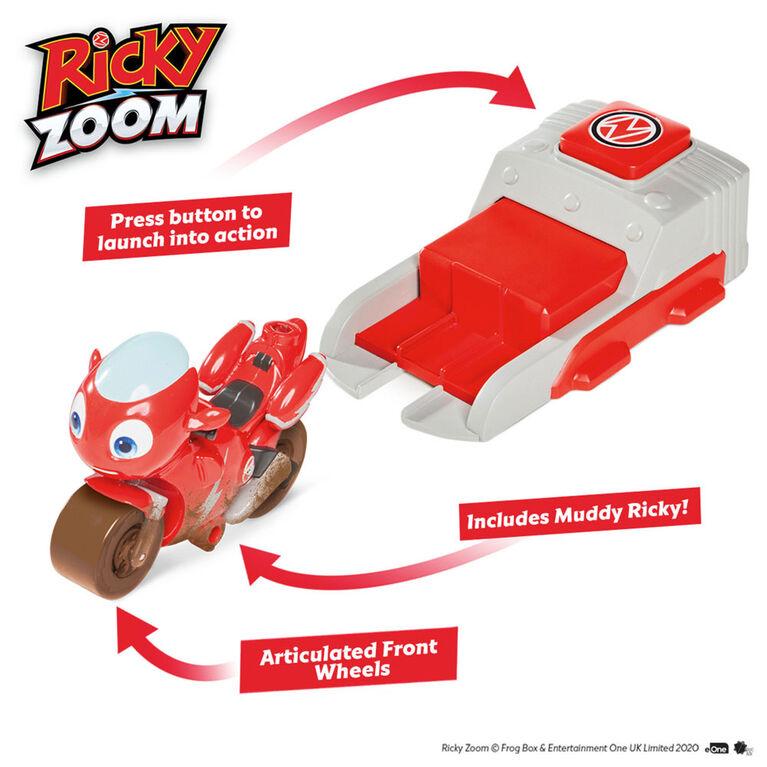 Collection de jouets Launch & Go Ricky Zoom incluant une Figurine de luxe Ricky Zoom - Figurine 3po - Jouet Motocyclette et Speed Launcher avec les Roues libres, se tient débout - Notre exclusivité