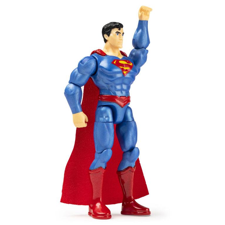DC Comics, 4 pouces SUPERMAN vs DARKSEID Action Figure 2-Pack avec 6 accessoires mystères, Adventure 2