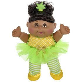 Poupée Bout d'chou, poupée afro-américaine Je m'assois - Robe ananas