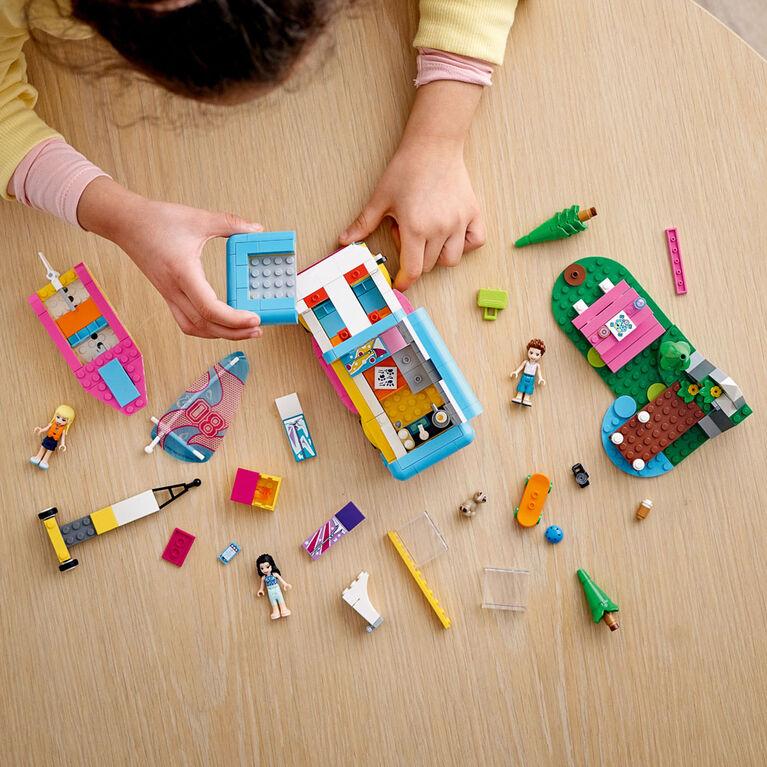 LEGO Friends L'autocaravane et le voilier dans la forêt 41681