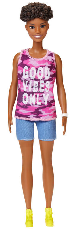 """Barbie Fashionistas Doll 128 with Short Curly Brunette Hair Wearing """"Good Vibes Only"""" Camo Tank, Shorts and Accessories"""