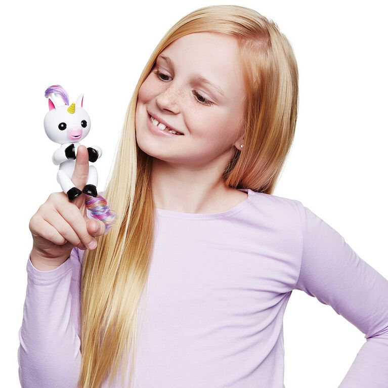 WowWee Fingerlings Baby Unicorn (Gigi) - Interactive Electronic Toy Pet with Rainbow Mane and Tail
